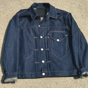 LEVIS DENIM JACKET SIZE LARGE FLAWLESS CONDITION